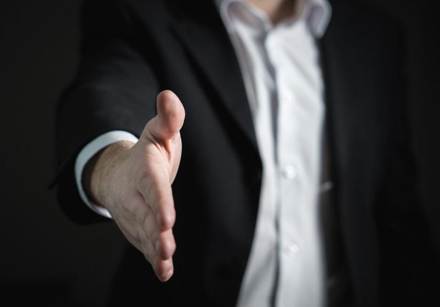 customer-service-hand-shake